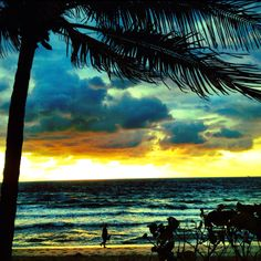 Dawn walk on a moody morning, Ft Lauderdale Beach.     This guy's art is unbelievable - and he's using a freakin' IPhone!!!