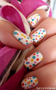 Pretty polka dotted nails!