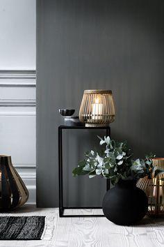 Matt svart blomsterpotte Broste Copenhagen A/W15 Styling: Marie Graunbøl Photo: Line Thit Klei