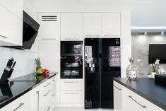 AGD z lustrzanym wykończeniem doskonale uzupełnia białe meble kuchenne na wysoki połysk. #kuchnia #meble #kuchnianawymiar #studiokuchni #kitchen #home Kitchen Cabinets, Home Decor, Kitchens, Decoration Home, Room Decor, Cabinets, Home Interior Design, Dressers, Home Decoration