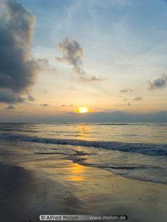Beach Sunrise   09 Chaweng beach at sunrise