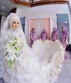 "Aww The super sweet bridesmaid said: ""Our prettiest one day Queen . by muslimweddingideas Bridal Hijab, Muslim Wedding Dresses, Hijab Bride, Muslim Brides, Wedding Hijab, Wedding Gowns, Brides And Bridesmaids, Bridesmaid Dresses, Muslimah Wedding"