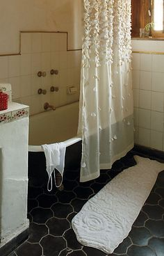 порхающая шторка для ванной (1) (370x578, 440Kb)