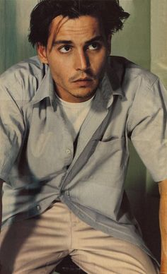 Drink up,me hearties, yo ho Johnny Depp Fans, Young Johnny Depp, Here's Johnny, Cute Asian Guys, Cute Guys, Jhoni Deep, Johnny Depp Leonardo Dicaprio, Peaky Blinders Tommy Shelby, Johnny Depp Pictures