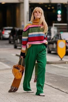 Flawless Summer Outfits Ideas For Slim Women That Looks Cool - Oscilling Looks Street Style, Autumn Street Style, Looks Style, Looks Cool, Street Style London, Paris Street, Mode Outfits, Casual Outfits, Fashion Outfits
