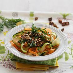Karotten-Zucchini-Fettuccine » Kochrezepte von Kochen & Küche Japchae, Ramen, Zucchini, Ethnic Recipes, Food, Dried Dates, Easy Meals, Chef Recipes, Essen
