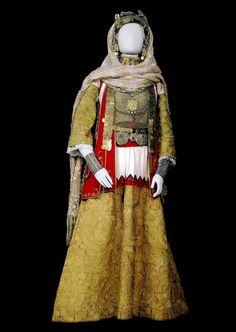 Arvanite Bridal costume . 19th century. Greek Traditional Dress, Traditional Art, Traditional Outfits, Mykonos, Santorini, Historical Costume, Historical Clothing, Ethnic Outfits, Ethnic Clothes