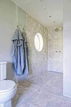 Heritage taps / NeoClassica toilet / Marble in Liebhaverboligen by AQUADOMO