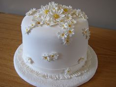 This is a one tier wedding cake which would also be stunning as a three tier cake. It's a strawberry cake with a strawberry butter cream f. Daisy Wedding Cakes, Daisy Cakes, Fondant Wedding Cakes, Amazing Wedding Cakes, Elegant Wedding Cakes, Fondant Cakes, Cupcake Cakes, Pretty Cakes, Beautiful Cakes