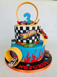 Hot Wheels Party, Bolo Hot Wheels, Hot Wheels Cake, Hot Wheels Birthday, Race Car Birthday, Cars Birthday Parties, Hotwheels Birthday Cake, Car Cakes For Boys, Race Car Cakes