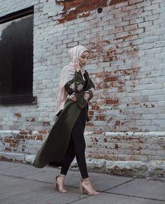 Olive blush coloured abaya - check out: Esma Winter Dress Outfits, Casual Dress Outfits, Hijab Outfit, Modest Outfits, Classy Outfits, Modest Fashion, Fashion Outfits, Street Hijab, Modele Hijab