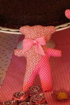 Ursinho de pano - chá de bebê da Camila