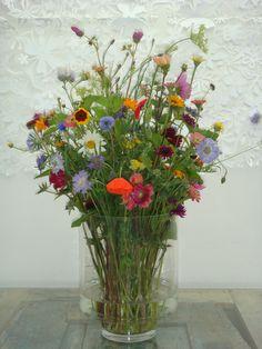 self-picked flowers - wreath of flowers - wreath # picked # flowers Flowers In Jars, Bridal Flowers, Fresh Flowers, Flower Vases, Flower Pots, Beautiful Flowers, Late Summer Flowers, Spring Flowers, Summer Flower Arrangements