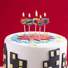 Süße Kerzen als tolle Dekoration für den Geburtstagskuchen oder die Geburtstagstorte auf einer Super Hero Party. Super Hero Kerzen bei www.party-princess.de