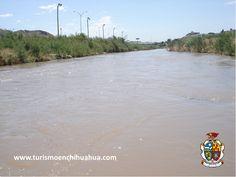 El Río Bravo o también conocido como Río Grande, nace en las montañas San Joaquín, en Colorado USA, pasa a través del valle de San Luis pasando por Albuquerque y Las Cruces hacia El Paso, Texas. Desde 1848, ha dividido la frontera entre México y Estados Unidos desde las ciudades de El Paso, Texas y Ciudad Juárez, Chihuahua, hasta el Golfo de México. #visitaciudadjuárez
