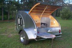 Teardrop Trailers: Important Information Teardrop trailers are definitely for everyone looking to have a fun, but easy to maintain camping trip. If you are looking for a family camping then you mig… Small Travel Trailers, Tiny Trailers, Small Trailer, Vintage Trailers, Camper Trailers, Teardrop Trailer Plans, Building A Teardrop Trailer, Teardrop Caravan, Teardrop Campers