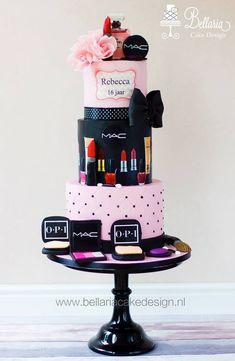 Sweet 16 & Cake Make-Up di Ballerina Cake Design - Beautiful Birthday Cakes, Birthday Cakes For Women, Cool Birthday Cakes, Beautiful Cakes, Geek Birthday, Bolo Chanel, Chanel Cake, Unique Cakes, Creative Cakes