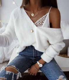 Outfits # Pullover-Outfits übergroße Pullover - Mode-Ideen The History of Canadian Diamonds It is sa Fashion Mode, Look Fashion, Girl Fashion, Fashion Outfits, Womens Fashion, Fashion Ideas, 90s Fashion, Fashion Clothes, Feminine Fashion