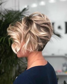 Latest Short Hairstyles for Winter 2020 , Pixie haircut has a harvest variant and is not very easy to maintain. If you like it so much, you can always have a ba Latest Short Hairstyles for Winter 2020 Latest Short Hairstyles, Short Hairstyles For Thick Hair, Short Hair With Layers, Winter Hairstyles, Short Hair Cuts For Women, Layered Hairstyles, Popular Hairstyles, Short Highlighted Hairstyles, Natural Hairstyles