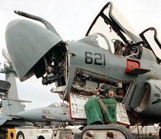 Resultado de imagen de equipo de aviacion en el portaaviones