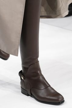 Womens Fashion Shoes Flats Bags New Ideas Bootie Boots, Shoe Boots, How To Wear Ankle Boots, Mode Shoes, Women's Fashion Leggings, Dream Shoes, Designer Shoes, Me Too Shoes, Fashion Shoes