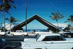 The Waikiki Beach Center arch on Kalakaua Avenue soon after it was built. There were showers and dressing rooms on both sides of the arch. Tiki Hawaii, Honolulu Hawaii, Hawaii Pics, Maui, Cancun Hotels, Beach Hotels, Beach Resorts, Hawaii Vacation, Beach Trip