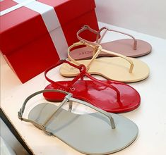 Coral Sandals, Toe Ring Sandals, Shoes Flats Sandals, Toe Rings, Flat Shoes, Flat Sandals, Flip Flop Sandals, Heels, Jelly Shoes