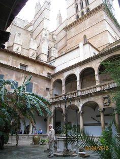 Claustro de la catedral de Mallorca  Spain