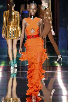 Balmain Spring/Summer 2016 Ready-To-Wear Paris Fashion Week Couture Mode, Style Couture, Couture Fashion, Runway Fashion, Fashion 2016, French Fashion, High Fashion, Fashion Show, Fashion Design