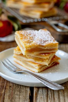 Laid Apple Pie Recipe – Simple recipe for a covered apple pudding cake pie – also known as puff pastry apple pie. // Apple Pie recipe – Homemade Apple Pie, quick and easy to make. Homemade Apple Pies, Apple Pie Recipes, Cream Recipes, Cake Recipes, Dessert Recipes, Sweets Recipe, Desserts, Puff Pastry Apple Pie, Puff Pastry Recipes
