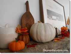Fall Mantel Decor at the Blue Cottage. DagmarBleasdale.com #fall #autumn #pumpkins