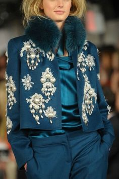 Fabulous Oscar de la Renta at New York Fashion Week Fall 2012 - Details Runway Photos Look Fashion, Fashion Details, High Fashion, Winter Fashion, Fashion Show, Womens Fashion, Fashion Design, Couture Details, Chanel Fashion