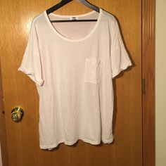 Basic Slouchy Tee Basic white slouchy tee. Cuffed sleeves and slouchy pocket. Fits oversized and boxy but in a good slouchy way Old Navy Tops Tees - Short Sleeve