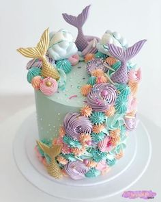 Plum Polka Dot has years of experience crafting custom hair tie favors for little girl birthday parties, and as such, we've seen all sorts of different styles and themes. To help make things a… Mermaid Birthday Cakes, Birthday Cake Girls, 10 Birthday, 7th Birthday Party For Girls Themes, Themed Birthday Cakes, Themed Cakes, Birthday Ideas, Sirenita Cake, Gateau Harry Potter