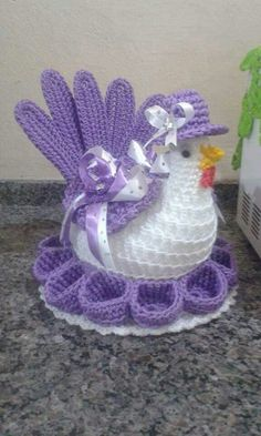Gostaria de aprender a guero sag.berno pass passo zer no passo a passo Crochet Easter Chickens Free P This Pin was discovered by Ata Vintage Crochet Chicken Patterns The Cutest Collection How to Make a Flower out of Pull Tabs Easy crocheting ideas to try Crochet Birds, Crochet Diy, Christmas Crochet Patterns, Crochet Home, Vintage Crochet, Crochet Crafts, Crochet Doilies, Crochet Flowers, Crochet Projects
