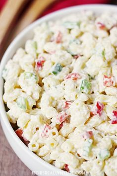 Best Ever Macaroni Salad -- Who knew macaroni salad could be incredibly easy AND incredibly delicious? This macaroni salad is just that with the perfect blend of veggies and creamy dressing with a surprise ingredient! Easy Macaroni Salad, Classic Macaroni Salad, Macaroni Pasta, Best Recipe For Macaroni Salad, Pasta Salad Recipes, How To Make Salad, How To Cook Pasta, Pasta Dishes, Sauces