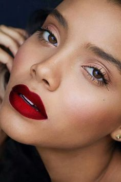 deep red lips for the bride & bridesmaids!