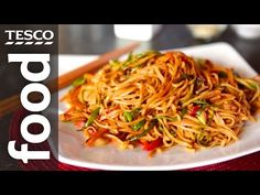 how tomake chow mein with keen hom tesco food Tofu Recipes, Noodle Recipes, Asian Recipes, Vegetarian Recipes, Cooking Recipes, Ethnic Recipes, Maggi Recipes, Easy Chow Mein Recipe, Ken Hom