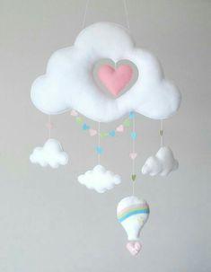 New Diy Baby Mobile Felt Feltro Ideas Baby Crafts, Felt Crafts, Diy And Crafts, Baby Mobile Felt, Felt Baby, Diy Y Manualidades, Felt Decorations, Felt Toys, Baby Room Decor