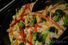 Älskar stark thaimat som är lätt att slänga ihop hemma med bra råvaror. Brukar alltid få säga till när man beställer, inget socker tack. Fattar inte vad de Healthy Fats, Healthy Choices, Snack Recipes, Cooking Recipes, Extreme Diet, Vegetable Dishes, Fruits And Vegetables, Cravings, Spicy