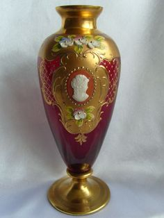 MURANO VENETIAN GOLD GILDED HAND PAINTED RUBY RED GLASS VASE WITH CAMEO