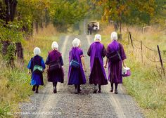 ~ Amish Children ~ Sarah's Country Kitchen ~ Photo by Bill Coleman Ontario, Amish Family, Vie Simple, Amish Culture, Amish Community, Indiana, Ohio, Amish Country, We Are The World