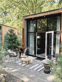 Tiny House Village, Weekend House, Showroom Design, Box Houses, Forest House, Tiny House Design, Cabins In The Woods, Glass House, The Ranch