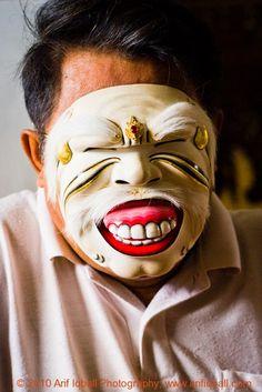 Master Balinese Mask Maker – Ida Bagus Anom » Arif's Journeys