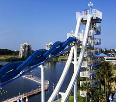 Wet n Wild Orlando - Der Stuka Get ready for six-stories of speed. Feel the true power of gravity as you rocket down a vertical drop. Feel the sensation of free fall without the parachute! This attraction is guaranteed to get the heart pumping