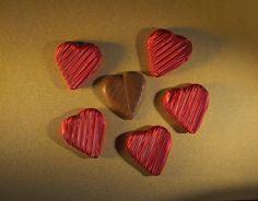 14 Şubat Sevgililer Gününüz kutlu olsun #sevgililergünü #valentineday #heartchocolate #chocolate #yummy #kalpçikolata #kalp #sevgiliyehediye #chocolates