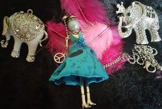 ravissant sautoir chaine poupée articulee robe bleue à adopter ! : Collier par ka-precioza