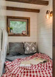 Incredible Farmhouse Interior Design For Tiny House - Korhek Tiny Bedroom Design, Tiny House Design, Design Homes, Basement Guest Rooms, Best Tiny House, Minimalist Home Decor, Minimalist House, Minimalist Interior, Minimalist Bedroom
