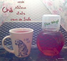 Chá verde com hibiscus, oliveira e cravo da Índia! Excelente diurético e equilibra o organismo.