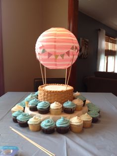 Trendy Ideas Baby Boy Shower Cakes And Cupcakes Air Balloon Balloon Cupcakes, Hot Air Balloon Cake, Cupcake Cakes, Air Ballon, Balloon Party, Baby First Birthday, First Birthday Parties, First Birthdays, Birthday Ideas